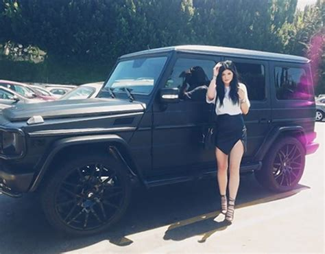 Kylie Jenner smashes $125K Mercedes in car accident just